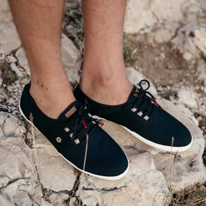 Faguo Cypress Cotton Navy sneakers On rocks