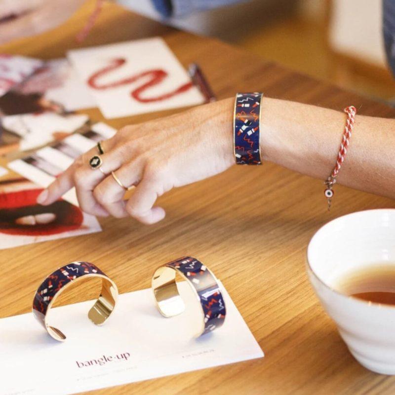 Bangle Up Paris Valerie Cuff Midnight Blue OuiPlease French Online Shop women wearing bracelet