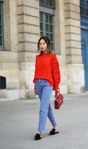 Woman strutting in Paris