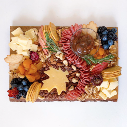 CHARCUTERIE BOARD WITH CRACKERS