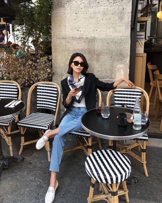 Business casual professional Parisienne look